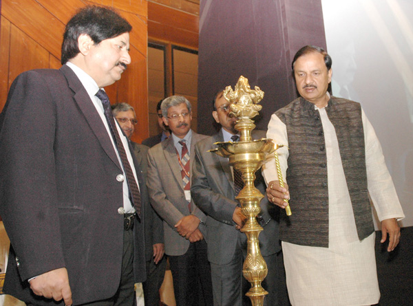 """The Minister of State (IC) for Culture & Tourism and Civil Aviation, Dr. Mahesh Sharma with senior officials of MoT, ITDC, Archaeological Department lighting the lamp to launch of the """"Sawchh Parayantan Mobile App"""" at a function in New Delhi"""