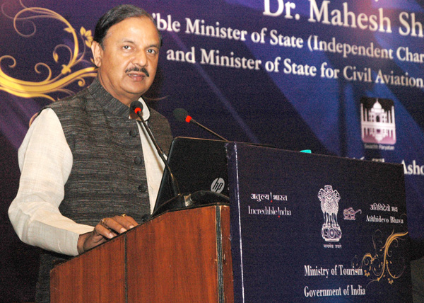 """The Minister of State (IC) for Culture & Tourism and Civil Aviation, Dr. Mahesh Sharma addressing at the launch of the """"Sawchh Parayantan Mobile App"""", at a function in New Delhi"""