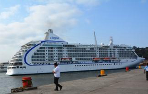 Goa Tourism Welcomed Tourist Of Cruise Ship Seven Seas Voyager - Grand voyager cruise ship