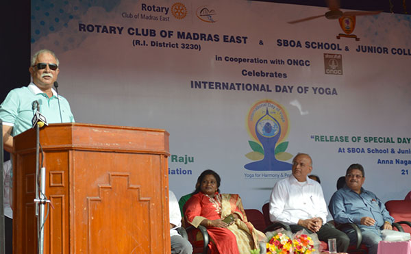 The Union Minister for Civil Aviation, Shri Ashok Gajapathi Raju Pusapati addressing the students, on the occasion of the 3rd International Day of Yoga – 2017, at SBOA School and Junior College, Chennai on June 21, 2017.
