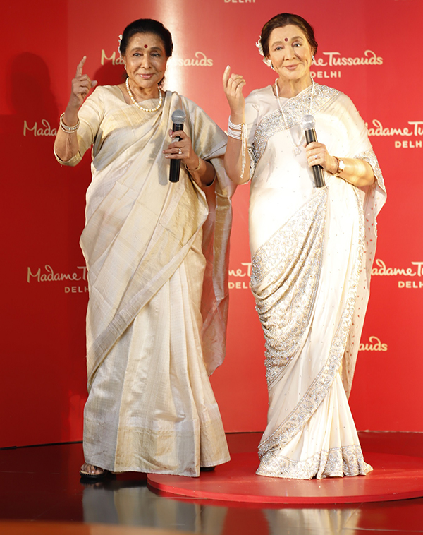 Asha Bhosle with Madame Tussauds figure