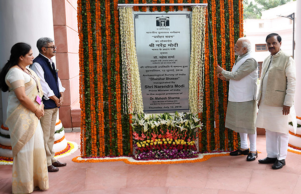The Prime Minister, Shri Narendra Modi inaugurating the 'Dharohar Bhawan', the new building of Archaeological Survey of India, at Tilak Marg, in New Delhi. The Minister of State for Culture (I/C) and Environment, Forest & Climate Change, Dr. Mahesh Sharma, the Secretary, Ministry of Culture, Mr. Raghvendra Singh and the DG, Archaeological Survey of India (ASI), Ms. Usha Sharma are also seen.