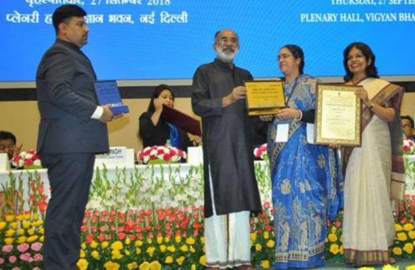 Smt. Aryama Sanyal, Airport Director, Devi Ahilya Bai Holkar Airport, Indore receiving the National Tourism Award 2016-17 by Mr. K.J. Alphons, Minister of State (IC) for Tourism, for Best Airport in rest of India Category.
