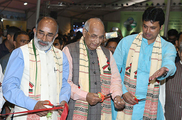 The Minister of State for Tourism (I/C), Mr. Alphons Kannanthanam inaugurating an exhibition, at the 7th International Tourism Mart 2018, in Agartala. The Governor of Tripura, Mr. Kaptan Singh Solanki and the Chief Minister of Tripura, Mr. Biplab Kumar Deb are also seen.